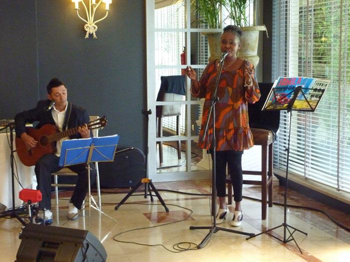 Actuación musical de Jamila Puro Filin