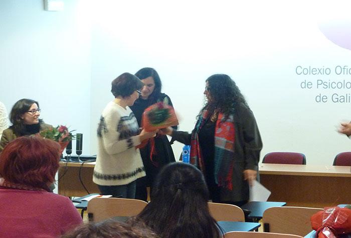 Entrega da mención especial como finalista na modalidade de narrativa a Elena Mª González Toimil