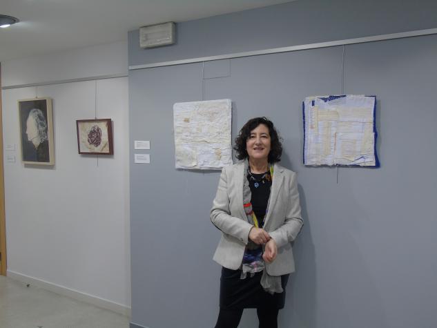 Autora da exposición Encarna Álvarez Gallego
